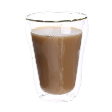 Caneca de copo de vidro de café segura e segura a mão