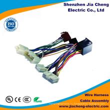 Высокая точность женщина сборки кабеля и проводки провода