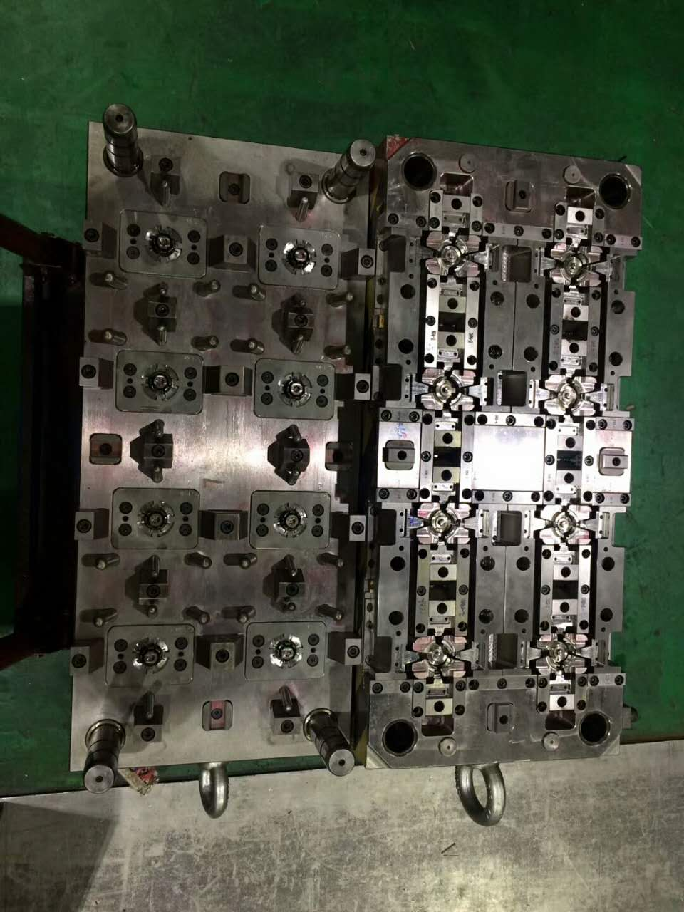 Good precision 2 color mould for comsumer