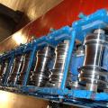 O equipamento de processamento do metal da porta do obturador de rolamento / painel à prova de fogo da porta do obturador do rolo faz à máquina com imprensa de perfuração