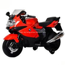 Elektrisches Motorrad mit hellem Kindermotorrad