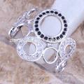 Nouveaux anneaux de couple de conception avec des anneaux de serviette de zircone Les bijoux rhodiés sont votre bon choix