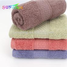 2018 uso doméstico toalha / 100% algodão penteado toalhas de banho de hotel de cor sólida