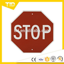 """""""STOP"""", 18 """"Largeur x 18"""" Hauteur, Plastique rigide, Blanc sur Rouge"""