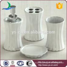 Nuevo conjunto de baño de cerámica, porcelana blanca de rayas verticales baño accesorio