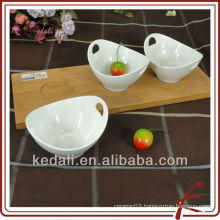 ceramic dinner plate with bamboo tray