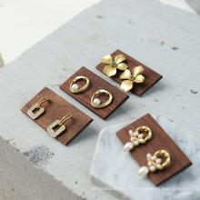 Accessoires d'affichage de bijoux en bois Boucles d'oreilles en bois Porte-anneaux