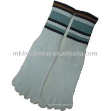 Calcetín gris de cinco dedos de los hombres