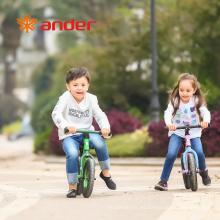 Los niños calientes de la venta montan la bici de la balanza de los niños