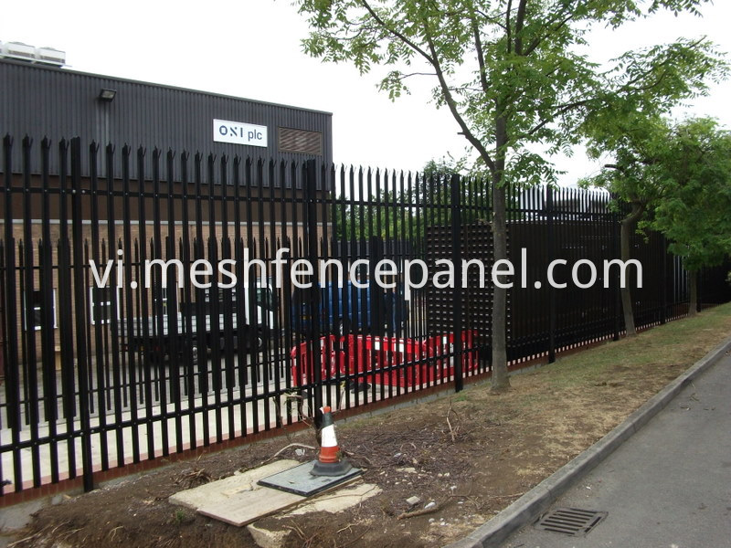 w shade palisade fence application