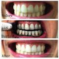Os dentes polonês ativaram os dentes do carvão vegetal que whitening o produto comestível do pó