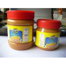 manteiga de amendoim embalada em garrafa PET
