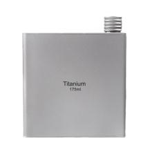 Mini petaca portátil de titanio