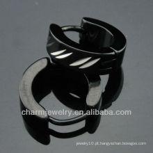 Moda homens de aço cirúrgico gravado padrão preto huggies brincos HE-095