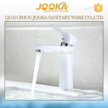 Grifería de lavabo mezclador caliente y fría pintura de material blanco latón