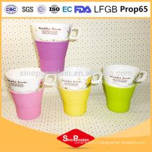 210ml Belle tasse d'impression de fleurs avec manchon en silicone, tasse en silicone