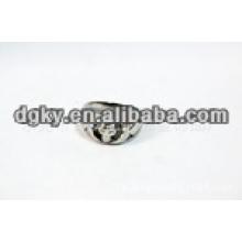Belle anneaux en acier chirurgical de style crâne avec une forme gravée pour hommes