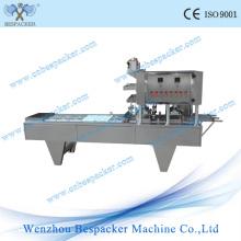 Machine linéaire de remplissage et de cachetage de capsule de café de type linéaire
