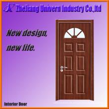 Puerta de entrada de madera con vidrio esmerilado