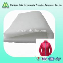 La soie blanche remplissent la soie comme l'usine d'ouate de polyester de vêtement