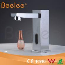 China Luxus-Badezimmer-sofortiges heißes kaltes Wasser-Hahn-elektrischen Hahn