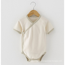 Mameluco orgánico suave y agradable del bebé del algodón