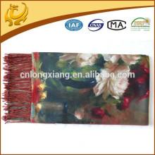 La mano se está sintiendo suave impresas pashmina bufandas digitales