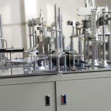 Línea de producción industrial de equipos de montaje automático.