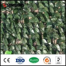 Künstliche Topiaries, die grüne Wand der Reben klettern