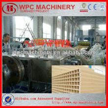 Ligne de production de panneaux de portes de wpc / machine de panneau de porte en plastique en bois