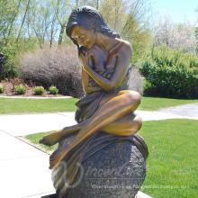 bronce fundición metal artesanía arte popular mujer desnuda bronce escultura