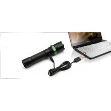 Cable USB para cargar la linterna directamente desde el ordenador