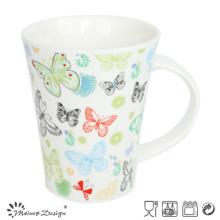 Taza colorida romántica de la forma de la etiqueta V de la mariposa