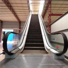 Energiesparende öffentliche Flughafen-U-Bahn-Innentreppe im Freien