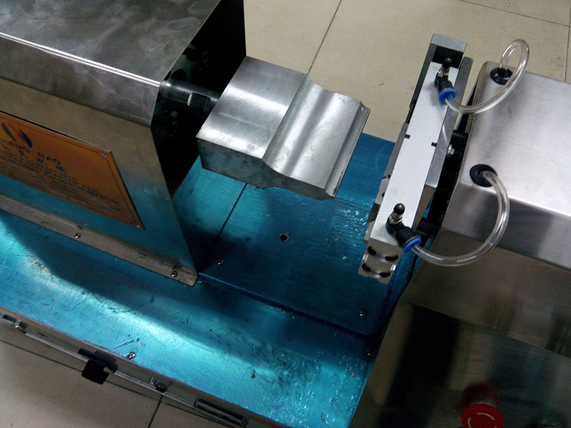 Plastic tube sealing machine
