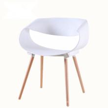 Chaise de salle à manger en plastique avec jambe de bois de négociation créative moderne de loisirs infinis