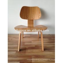 Silla lateral clásica de Charles, silla moderna de Dinning del plástico, silla de cena de madera de la pierna
