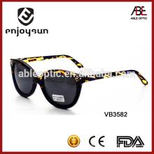Леди раскрашенные ацетат рамка моды солнцезащитные очки с отделкой из бриллианта
