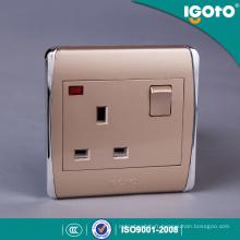UK Standard PC Matériau Garantie 10 ans Double prise de courant commutée 13 ampères