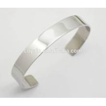 Pequeños brazaletes de plata mate de acero fino para mujeres uk