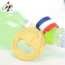 Abrebotellas barato profesional de la cerveza del vino de la medalla de oro de la aleación del cinc de la forma redonda de la fábrica de China con la cinta
