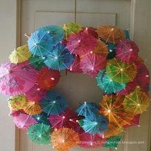 Petite fête favorise les décorations de parapluie en papier