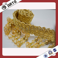 Coupe-bordure et bordure en perles en stock. Frange de rideau