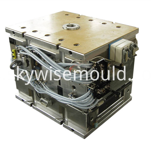 Automotive plastic injection mold