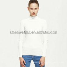 Suéter de cuello alto blanco de punto de mujer