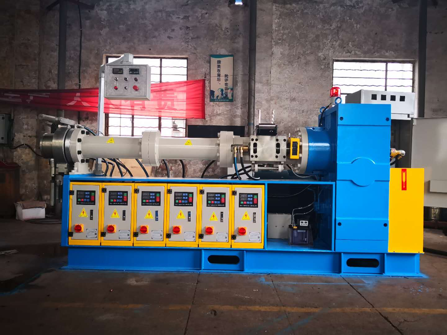 Butyl rubber extrusion machine