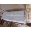 Um painel branco pintado Swing abrindo portas de MDF do Interior