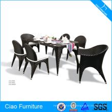 Tableau réglé de jardin de rotin de meubles de patio et 6 chaises