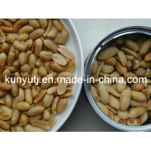 Amendoins fritos e salgados em latas