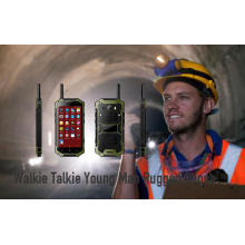 Walkie Talkie Junger Mann Rugged Phone
